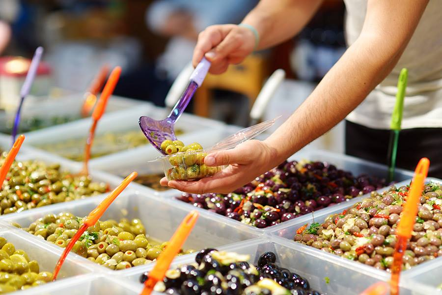 Stand d'olives au marché
